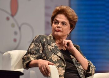 Rousseff: Retorno del neoliberalismo atenta contra democracia