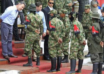 Gobierno colombiano y ELN aplazan diálogo para el 10 de mayo