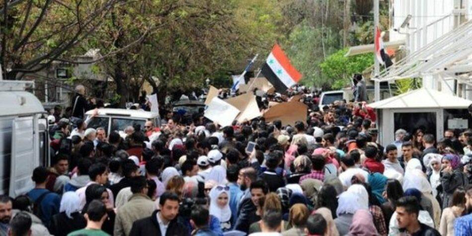 Protestan en sede de ONU en Damasco contra agresión de EE.UU.