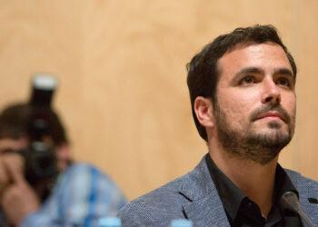 Garzón exige el «cese inmediato» del fiscal anticorrupción y firma la iniciativa para que el Congreso repruebe al ministro Catalá «como máximo responsable político de lo que sucede»