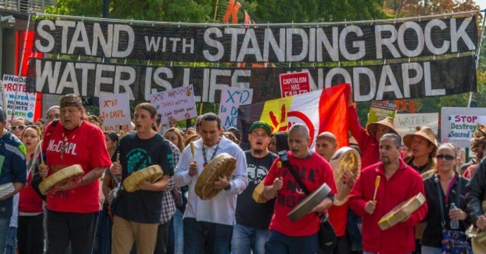 Protesta internacional contra el BBVA para exigir su desinversión en el oleoducto DAPL