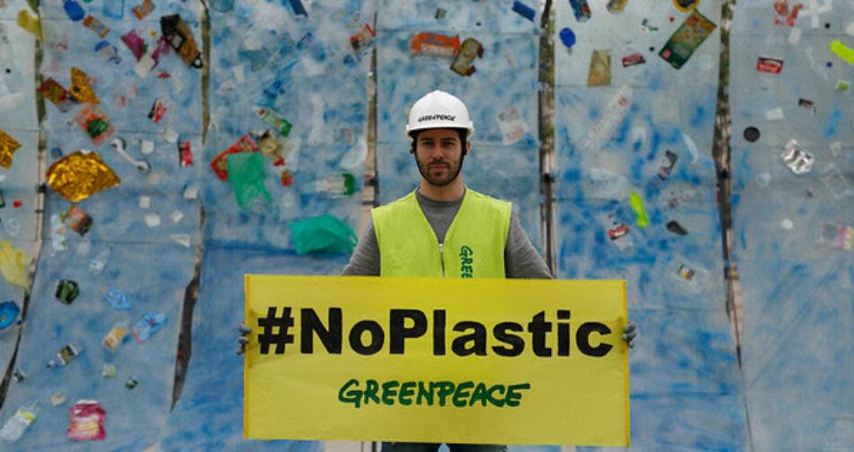 Greenpeace lanza una campaña internacional para luchar contra la contaminación por plásticos en los océanos
