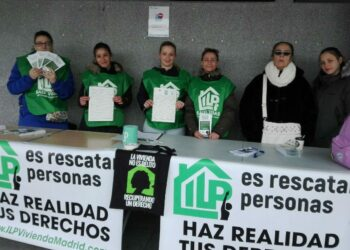 Los grupos de la campaña de la ILP de vivienda recogen en 23 días la mitad de las firmas necesarias