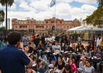 Docentes argentinos marchan en defensa de la universidad pública