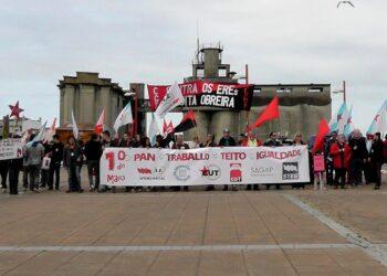 Una de las tres manifestaciones de 1º de Mayo en Vigo finaliza en la acampada de la pobreza
