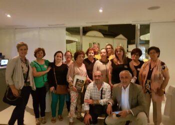 Concentración de la Asociación Sevilla Bebés Robados en la Plaza de San Francisco el 4 de junio