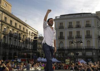 Garzón llama desde la Puerta del Sol a la «unidad entre compañeros» porque «basta ya de hablar y la moción de censura es la mejor forma de actuar contra este sistema criminal que nos explota»