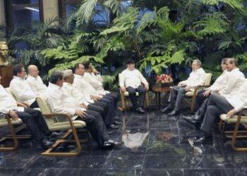 Raúl Castro corrobora apoyo a la paz en Colombia tras reunirse con las FARC-EP y el ELN