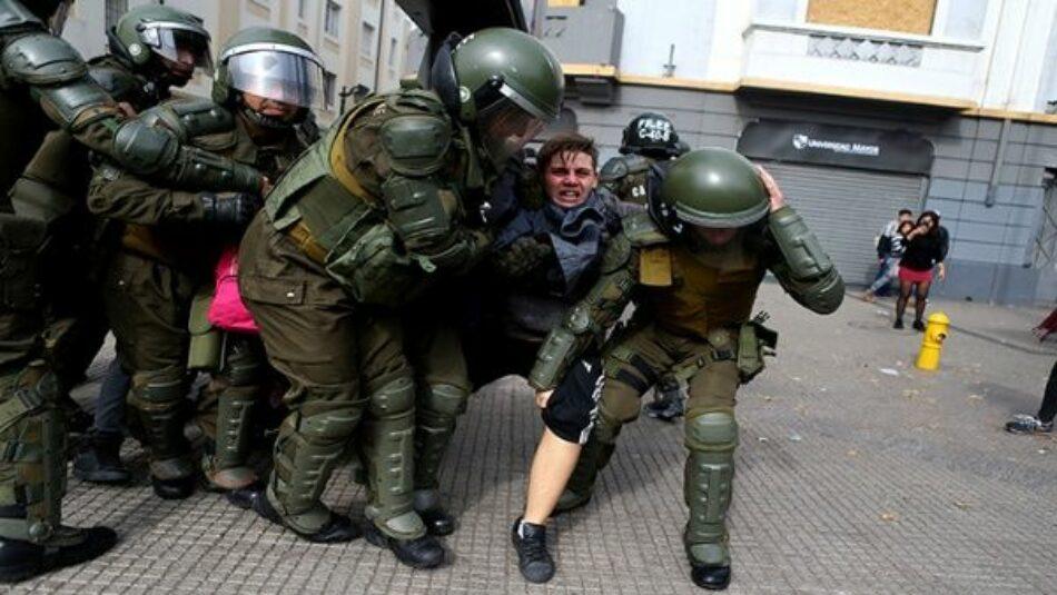 Así fue la violenta represión a marcha de estudiantes en Chile
