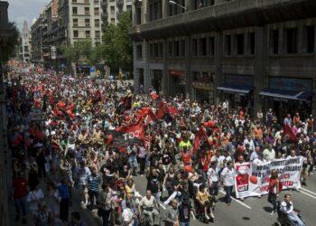 Miles de personas salen a la calle el 1º de Mayo para recuperar derechos y libertades