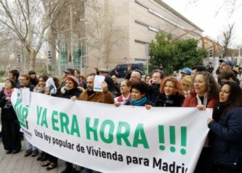 Las firmas de la ILP del derecho a la vivienda llegan a la Asamblea de Madrid