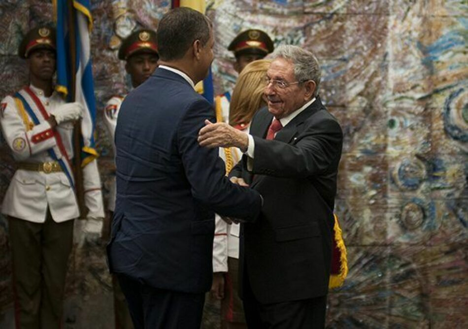 Rafael Correa recibe en Cuba la Orden José Martí