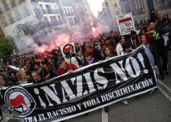 Cientos de personas muestran su rechazo al Hogar Social Madrid