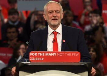 Jeremy Corbyn pide la renuncia de May por los recortes en la Policía