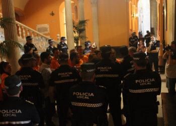 Comunicado conjunto de IU y Participa Sevilla sobre el último desalojo policial llevado a cabo en el Ayuntamiento