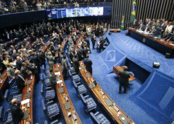 Senado rodeado de tensiones para avalar reforma laboral de Temer