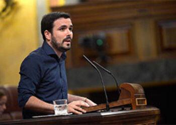 """Garzón respalda en el Pleno la reprobación a Montoro pero asegura que """"ya vale de reprobaciones, hay que echar al PP y que esto no sea sólo un foro de opinión"""""""