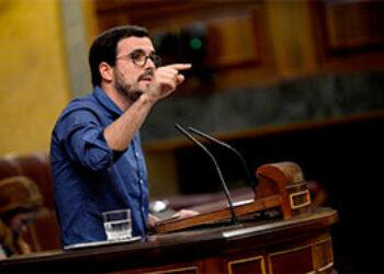 """Garzón afirma que """"este país no tiene un problema de gastos, sino de ingresos"""" y critica al Gobierno por """"seguir fuera de la línea adecuada» con los Presupuestos Generales aprobados"""