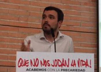 """Garzón pregunta al Gobierno por la """"moda"""" que encabeza el PP en distintas administraciones públicas de conceder medallas a """"seres inanimados del santoral católico"""""""