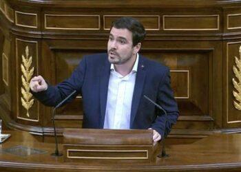 """Garzón exige a Montoro que dimita y apunta a la """"asunción de inmediatas y ejemplares responsabilidades políticas"""" en el Gobierno tras tumbar el Constitucional la amnistía fiscal del PP"""