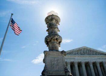 Corte Suprema de EE.UU. permite entrada en vigor del veto migratorio
