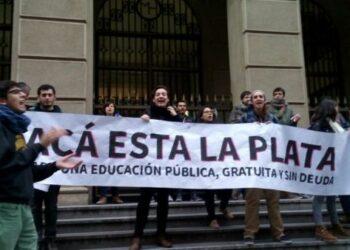 Estudiantes chilenos vuelven a las calles en demanda de educación pública y gratuita
