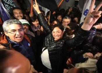 Beatriz Sánchez celebra su triunfo y asume un tercer bloque para Chile