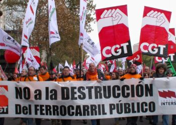 CGT se concentra en Atocha para pedir un ferrocarril público, social, seguro y sostenible
