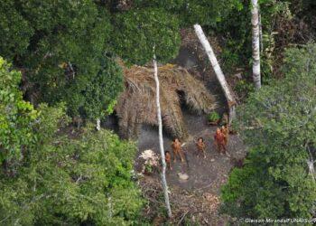 Brasil. Agroganaderos borrachos atacan a machetazos un poblado indígena y la policía sólo mira