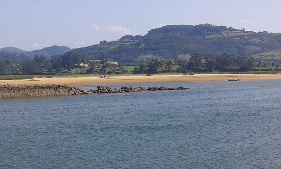 Ecologistas asturianos: «los turistas acampan en la Isla del Bornizal de la ría de Villaviciosa y las autoridades lo consienten»