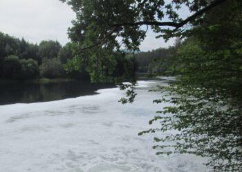 Ecologistas advierten: «Vuelven los vertidos al río Anleo en Navia»