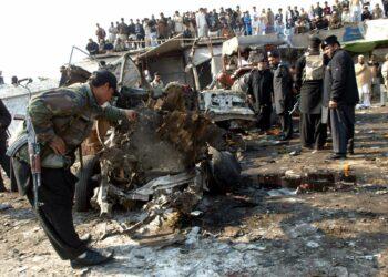 Al menos 13 muertos deja atentado suicida en Afganistán