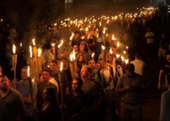 Crece indignación por reacción de Trump a violencia en Virginia