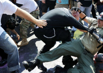 Detienen a supremacistas de Charlottesville gracias a Twitter