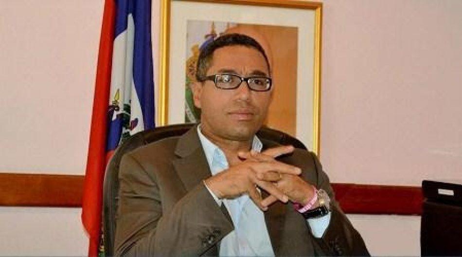 Hallan muerto a un funcionario de Haití que iba a denunciar a la Fundación Clinton