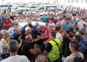 Podemos pide al Gobierno andaluz medidas de protección para el sector del taxi ante la llegada de empresas extractivistas