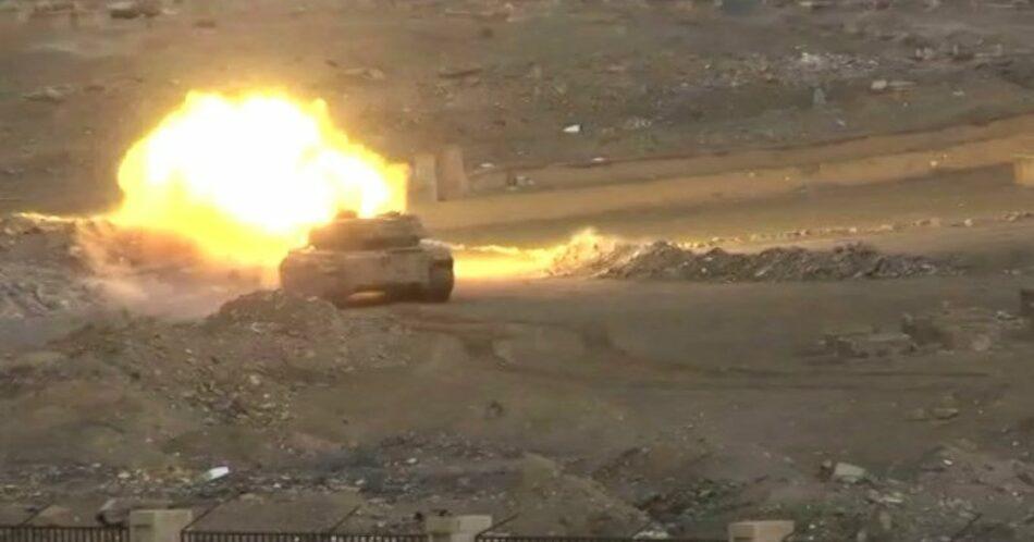 Guarnición sitiada de Deir Ezzor rompe línea defensiva del EI y corta su línea de suministros