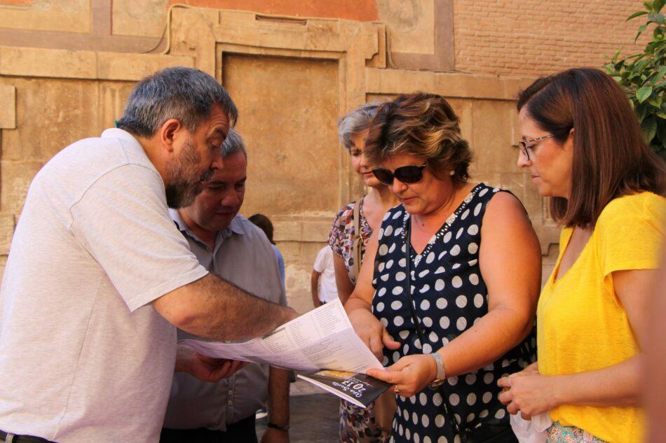 Cambiemos Murcia y PSOE montan una Oficina de Turismo para protestar contra el cierre de las del Ayuntamiento