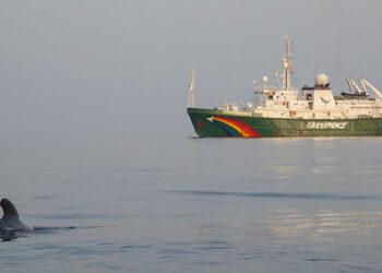 """El barco de Greenpeace Esperanza recorrerá el Cantábrico en una campaña para """"salvar el clima"""""""