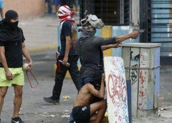"""Venezuela: La """"resistencia"""" se subasta en dólares"""