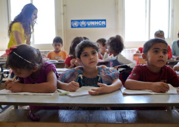 Un informe de ACNUR pone en relieve la magnitud de la crisis existente en la educación de los niños refugiados