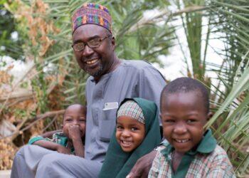 Un maestro nigeriano gana el Premio Nansen para los Refugiados 2017