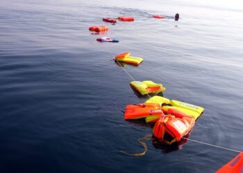 Chalecos salvavidas para denunciar las muertes silenciadas en el mar de Alborán