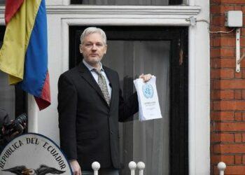 Ecuador ratifica asilo a Assange «el tiempo que sea necesario»