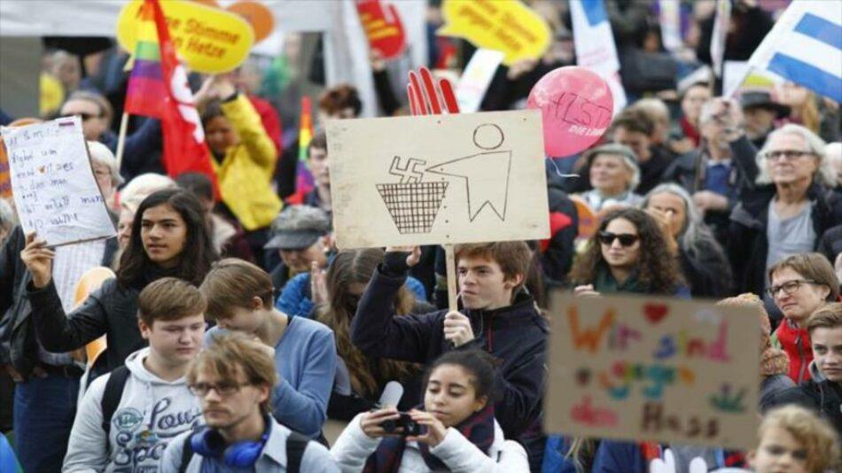 Alemanes marchan contra llegada de partido nazi al Parlamento