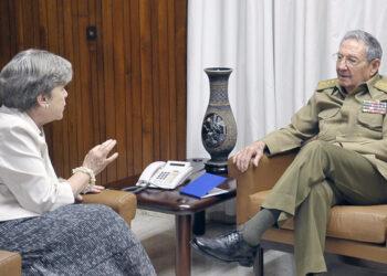 Recibió Raúl a Secretaria Ejecutiva de CEPAL