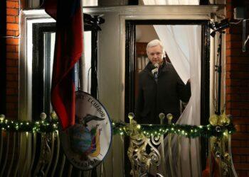 Culpar a Rusia: Assange 'enseña' cómo se debe trabajar para ser un periodista occidental en 2017