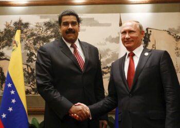 Maduro y Putin dialogan en el marco de foro energético