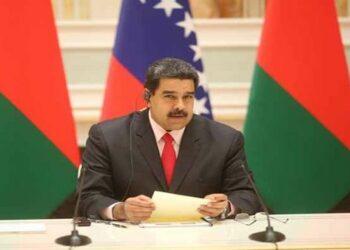 Maduro llama a la defensa de la paz en su llegada a Bielorrusia