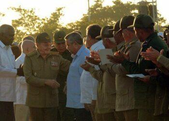 Preside Raúl homenaje al Che y sus compañeros